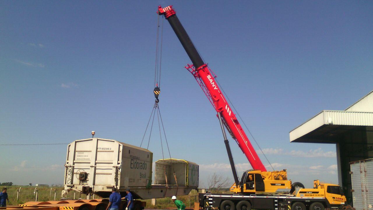 80 Tons. com 61 metros de lança